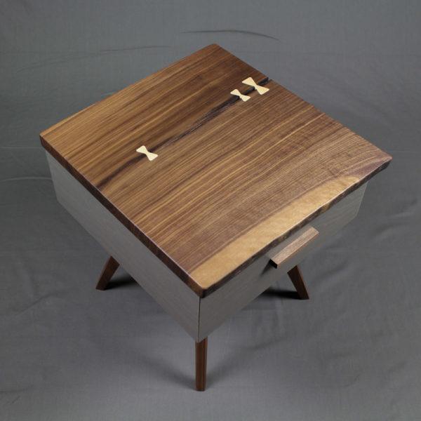 nachttisch mit schublade nachtschränkchen beistelltisch nachttischchen nussholz massivholz